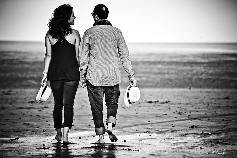 Amoureux sur la plage à Binic