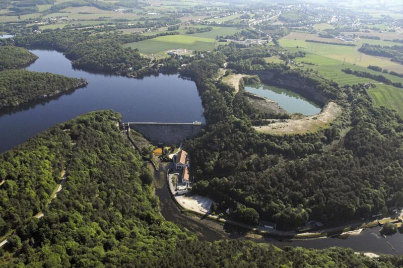 Vue aérienne du Lac de Guerlédan